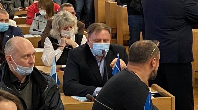 «Я не нарушаю Конституцию», - Чайка ответил активистам на требование выступать на сессии на украинском