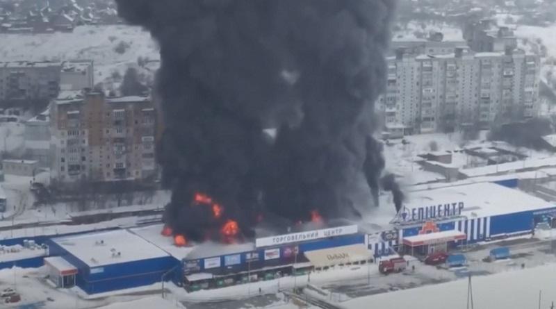 «Эпицентр» в Первомайске поджигали двое мужчин – один из них успел убежать
