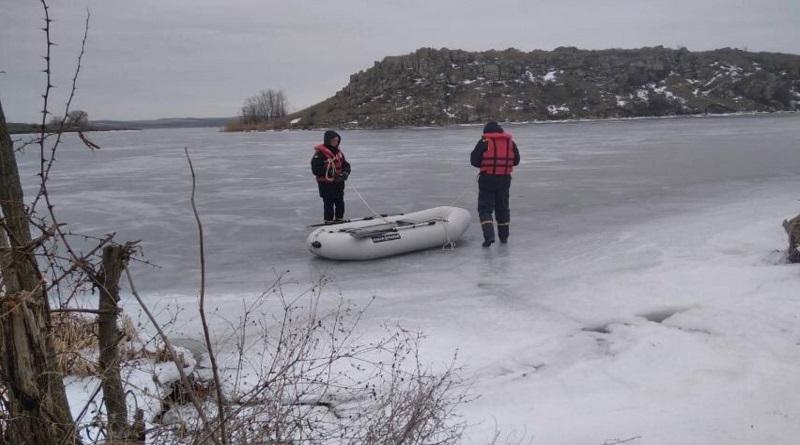 Спасатели Николаевской области второй день ищут пропавших рыбаков
