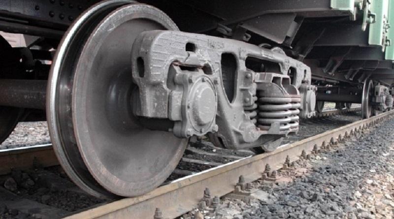 В Николаевской области девушку сбил поезд — из-за наушников, она не слышала сигналы