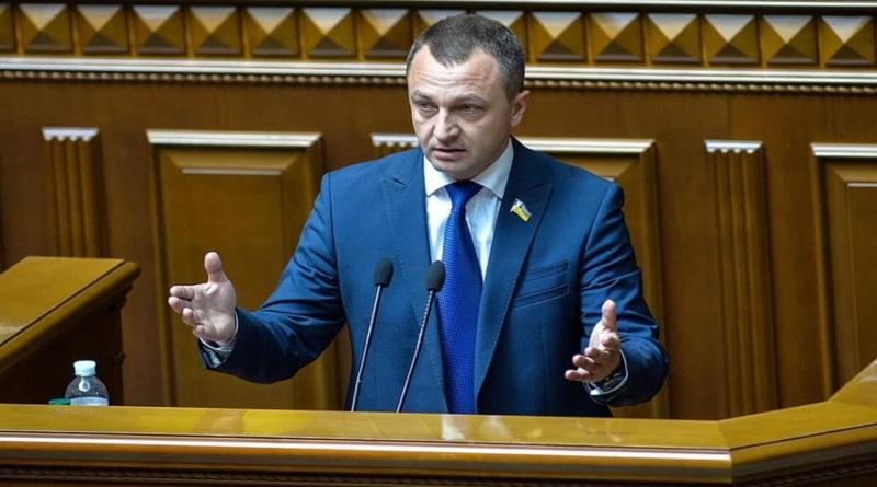 «Языковой надзиратель» требует лишать мандатов депутатов, выступающих на русском языке