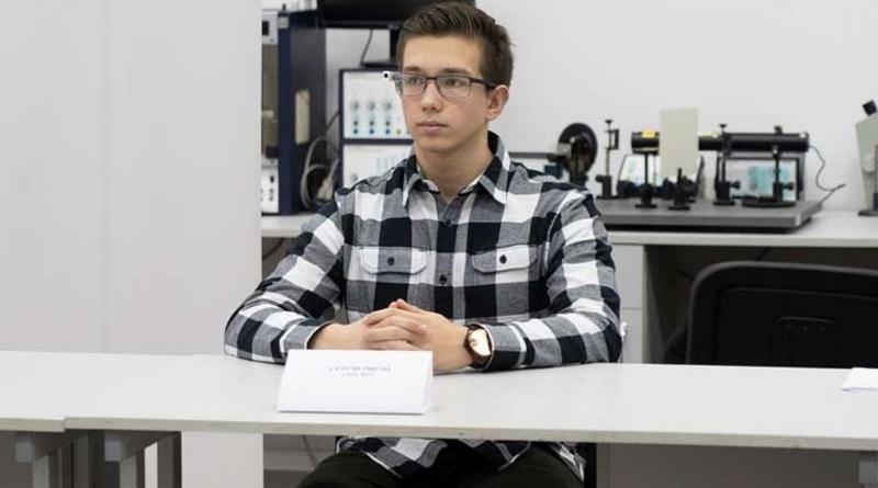 Украинец изобрел очки, которые считают калории в блюде
