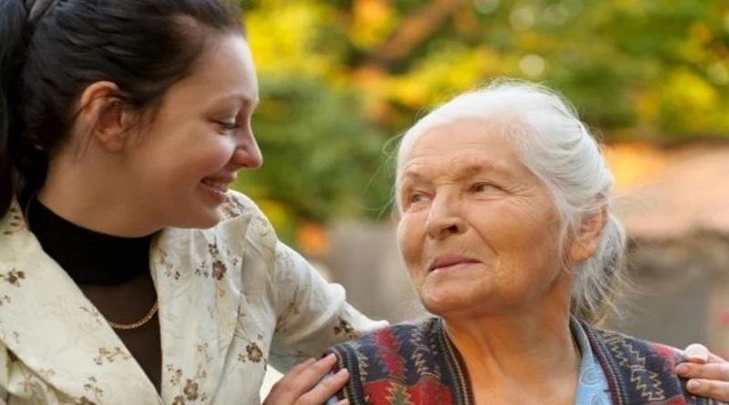 Украинцев собираются обязать содержать пожилых родителей