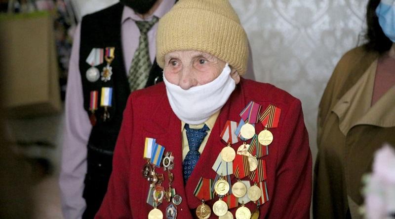 Учасницю бойових дій Другої світової Євгенію Пустовойт привітали з 76-ю річницею Перемоги