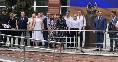 Имен николаевских медиков нет на первом в Украине памятнике погибшим в борьбе с COVID-19