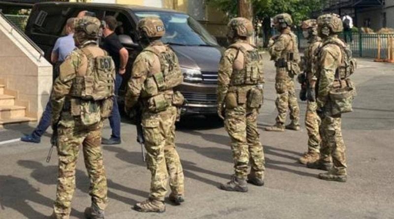 Прокуроры и следователи проводят обыски у тещи Медведчука