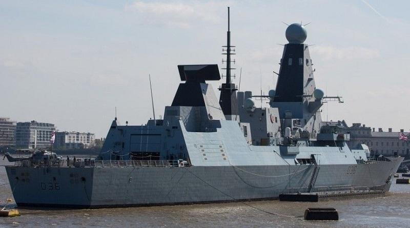 Опубликовано видео полета российского самолета над британским эсминцем в Черном море