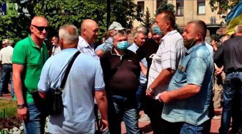 Украинцев заставят платить новый налог: подробности