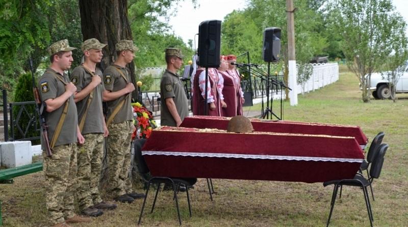В Андреевке перезахоронили прах воинов, погибших в годы Великой Отечественной войны. Видео.