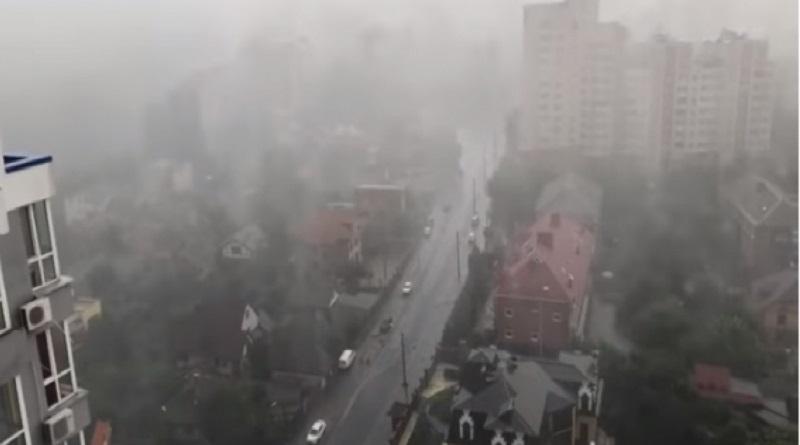 Ураганный ветер в Киевской области: два человека погибли, еще один госпитализирован