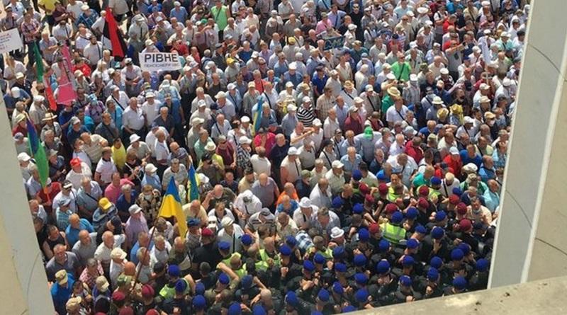 Штурм Рады военными пенсионерами: как власть будет исправлять ситуацию