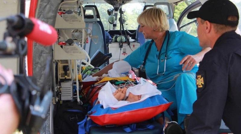 В Новоград-Волынском военнослужащий выстрелил в спину ребенку: мальчика на вертолете доставили в Киев