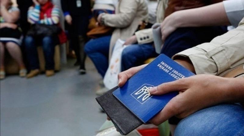 Стало известно, сколько украинцев работает в Польше