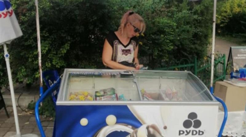 В Киеве продавец мороженого избил покупателя из-за языка: полиция вызовы игнорировала
