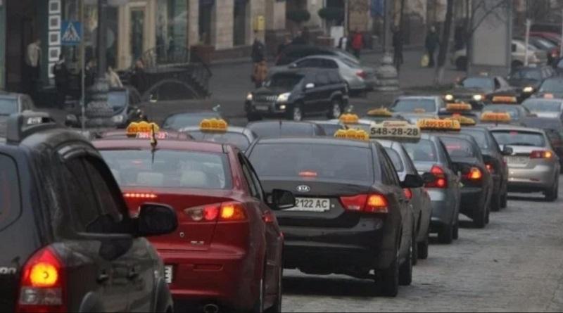 Службы такси объявили о повышении стоимости перевозок. Прайсы Uber.