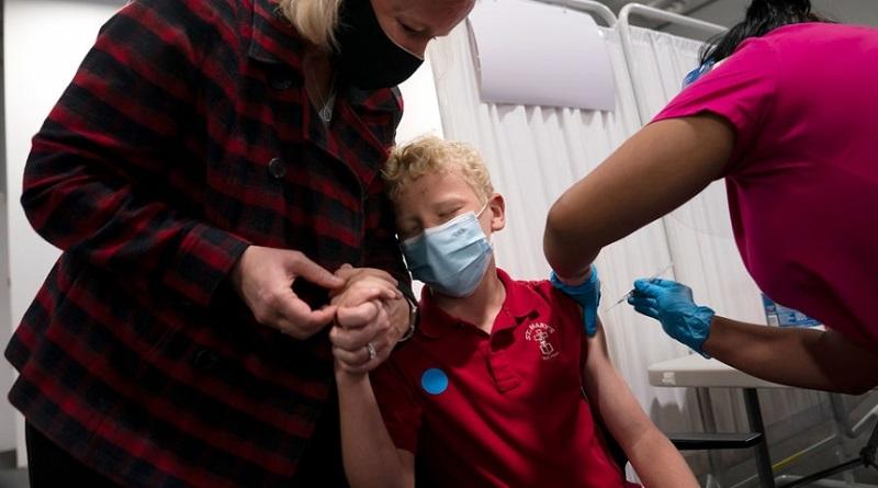 В Минздраве разрешили колоть подростков вакциной Pfizer