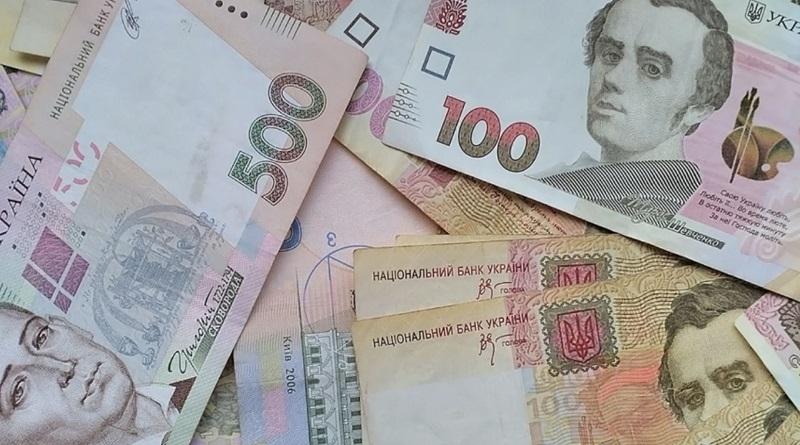В Украине сократят число чиновников, а потом повысят им зарплаты