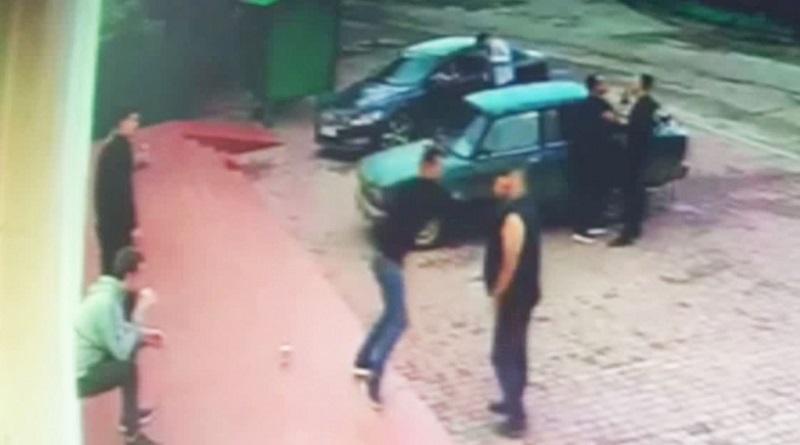 Появилось видео, как житель Николаевской области одним ударом отправил односельчанина в реанимацию