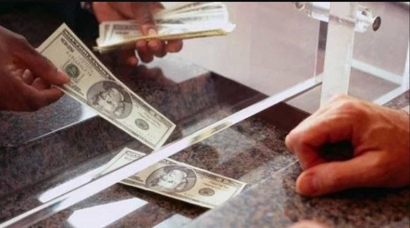"""Доллары отказываются принимать в обменниках: список """"претензий"""" кассиров"""