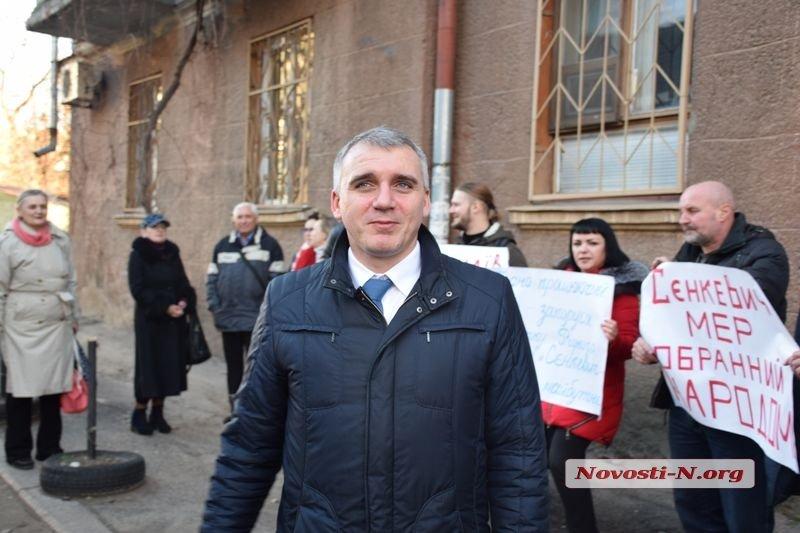 В Николаеве суд разрешил Сенкевичу немедленно вернуться в кресло мэра