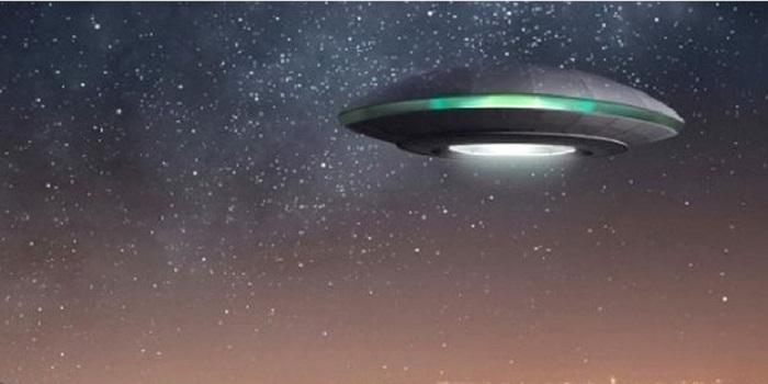 Смотри видео: отдыхающие заметили НЛО над Одессой Подробнее читайте на Юж-Ньюз: http://xn----ktbex9eie.com.ua/archives/12385