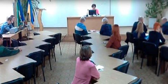 На сходку, именуемую Дзюбенко «продолжением 42-й сессии», пришло всего 11 депутатов Подробнее читайте на Юж-Ньюз: http://xn----ktbex9eie.com.ua/archives/34659