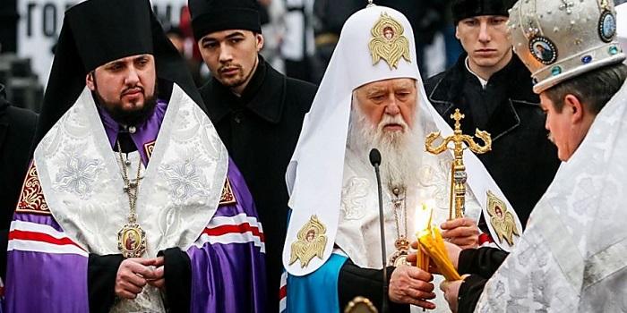 Филарет заявил, что митрополит Епифаний выгоден Москве, и обвинил Порошенко в нарушении договоренностей Подробнее читайте на Юж-Ньюз: http://xn----ktbex9eie.com.ua/archives/51100