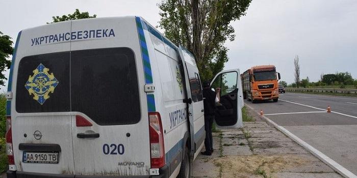 В Николаеве бандиты хотят взять под контроль весовые комплексы Подробнее читайте на Юж-Ньюз: http://xn----ktbex9eie.com.ua/archives/51233