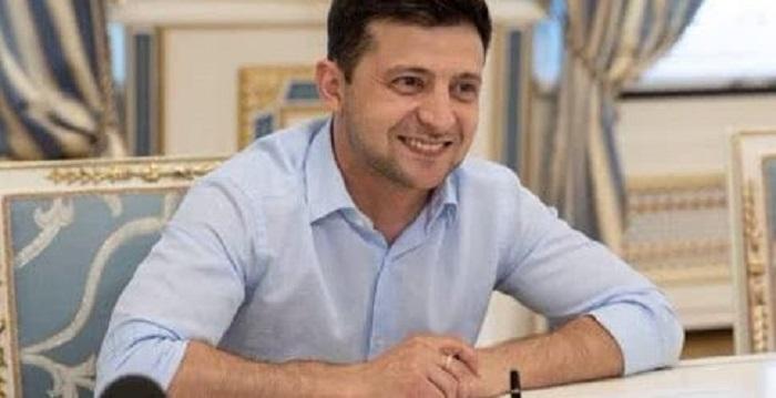 Зеленский отменил два указа Порошенко Подробнее читайте на Юж-Ньюз: http://xn----ktbex9eie.com.ua/archives/52120