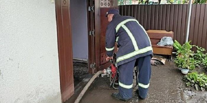 Ураган обесточил десятки населенных пунктов в Хмельницкой области. ВИДЕО Подробнее читайте на Юж-Ньюз: http://xn----ktbex9eie.com.ua/archives/51570