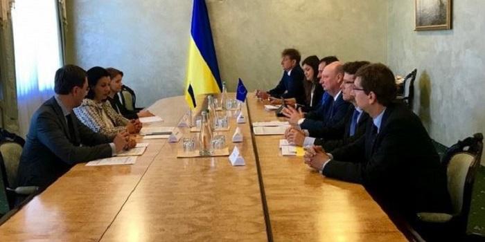 ЕС видит Украину как транспортный хаб между Европой и Азией Подробнее читайте на Юж-Ньюз: http://xn----ktbex9eie.com.ua/archives/52384