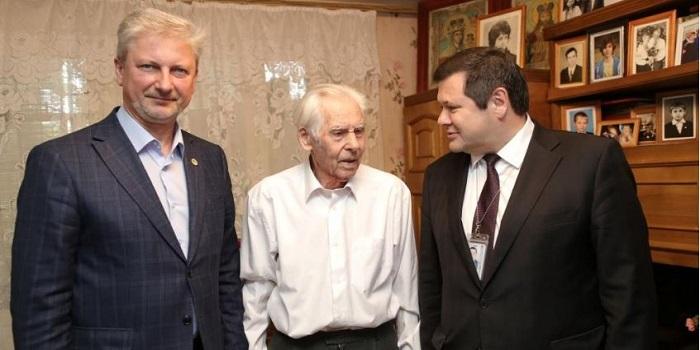 Генеральный директор и председатель профкома ОП ЮУАЭС посетили ветерана Михаила Нестерука Подробнее читайте на Юж-Ньюз: http://xn----ktbex9eie.com.ua/archives/50637