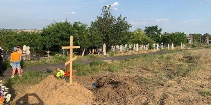 Во время поисков пропавшей Дарьи Лукьяненко нашли свежую могилу Подробнее читайте на Юж-Ньюз: http://xn----ktbex9eie.com.ua/archives/55417