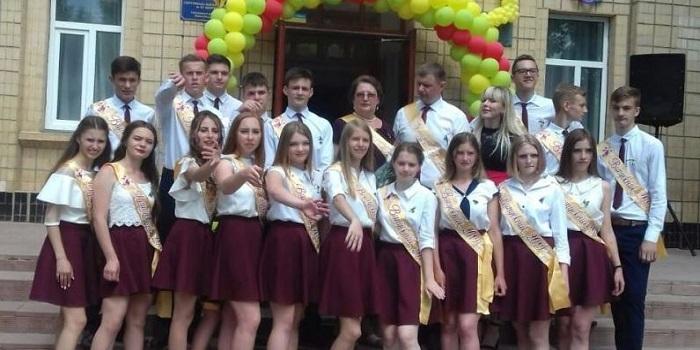 Достойный поступок: на Николаевщине выпускники гимназии вместо цветов на последний звонок собрали деньги на лечение мальчика Подробнее читайте на Юж-Ньюз: http://xn----ktbex9eie.com.ua/archives/53416