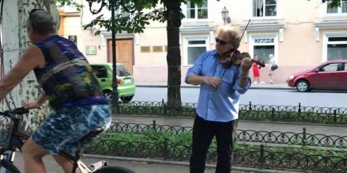 Всемирно известный скрипач прикинулся в Одессе уличным музыкантом. ВИДЕО Подробнее читайте на Юж-Ньюз: http://xn----ktbex9eie.com.ua/archives/54189