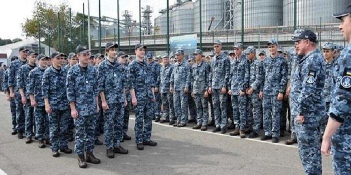 Освобожденные моряки вернулись в Одессу Подробнее читайте на Юж-Ньюз: http://xn----ktbex9eie.com.ua/archives/62038
