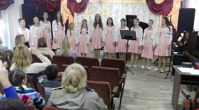 «Життя завжди дарує нам чарівні миті осені прекрасної…». Школа мистецтв — Южноукраїнськ Подробнее читайте на Юж-Ньюз: http://xn----ktbex9eie.com.ua/archives/64244