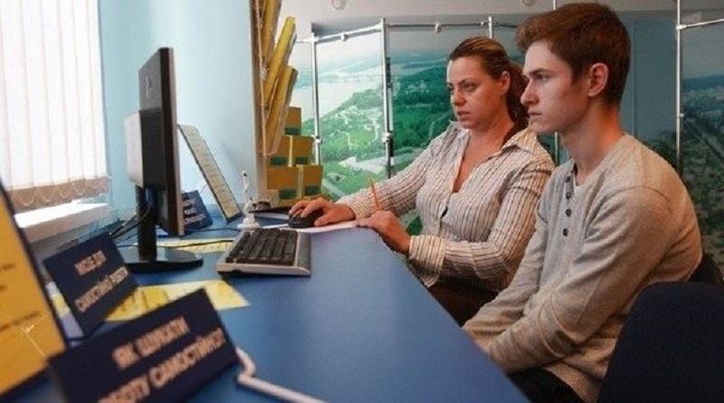 Три украинца на одно рабочее место,— Госстат Подробнее читайте на Юж-Ньюз: http://xn----ktbex9eie.com.ua/archives/67200