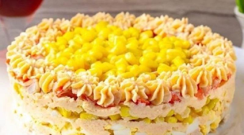 Слоеный салат с куриным филе и консервированной кукурузой Подробнее читайте на Юж-Ньюз: http://xn----ktbex9eie.com.ua/archives/67240