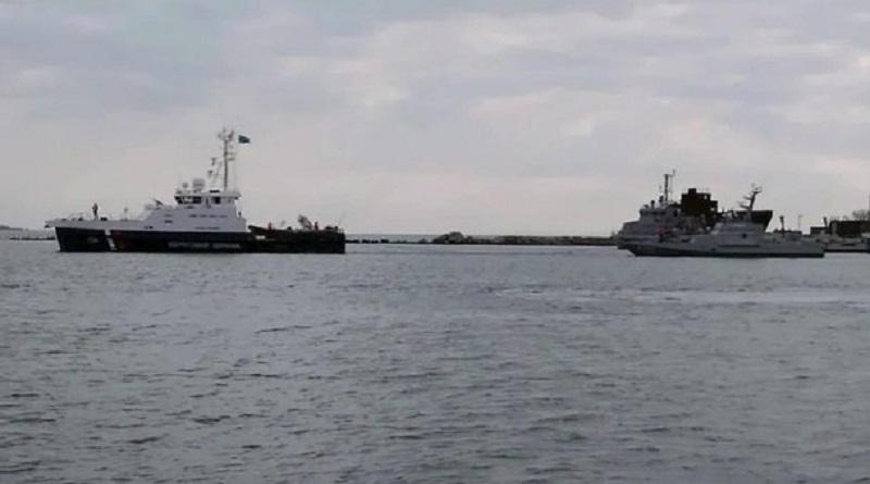 Россия в море передает захваченные год назад украинские военные корабли Подробнее читайте на Юж-Ньюз: http://xn----ktbex9eie.com.ua/archives/67257