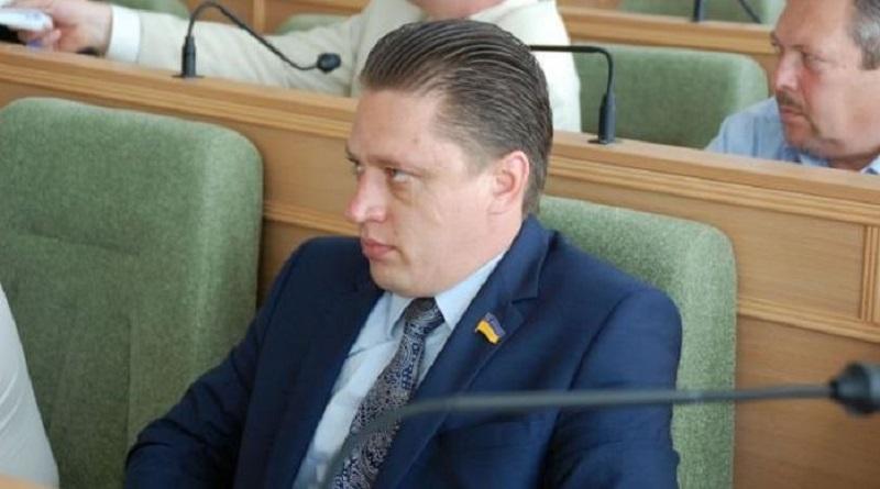 СМИ: нардеп от «Слуги народа» в юности отбывал срок за изнасилование. Опубликованы документы Подробнее читайте на Юж-Ньюз: http://xn----ktbex9eie.com.ua/archives/67341
