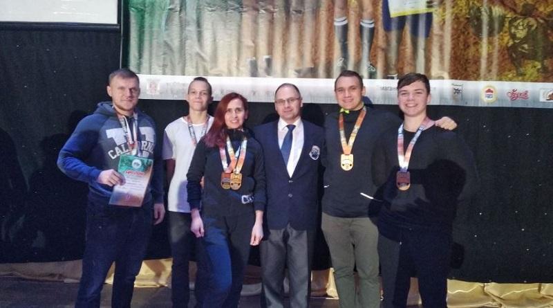 Южноукраинские пауэрлифтеры вернулись с наградами Чемпионата Украины Подробнее читайте на Юж-Ньюз: http://xn----ktbex9eie.com.ua/archives/68134