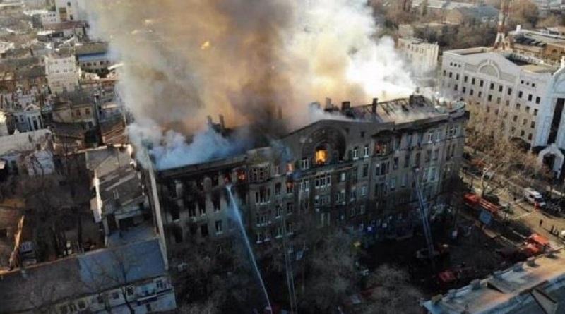 Пожар в Одессе: перепуганные дети звонили родителям, чтобы попрощаться Подробнее читайте на Юж-Ньюз: http://xn----ktbex9eie.com.ua/archives/68876