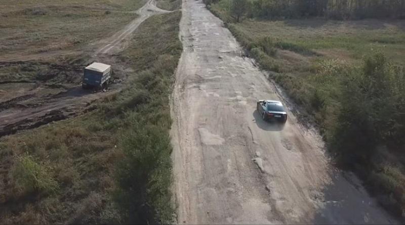 Впереди планеты всей. Трассу в Николаевской области польские видеоблогеры назвали «худшей дорогой в мире». ВИДЕО Подробнее читайте на Юж-Ньюз: http://xn----ktbex9eie.com.ua/archives/68538