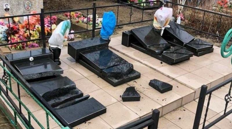 «Развлекались»: в Вознесенске две пьяные лицеистки надругались над могилами Подробнее читайте на Юж-Ньюз: http://xn----ktbex9eie.com.ua/archives/73463