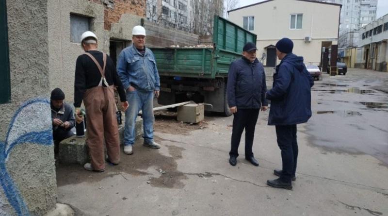 Южноукраїнськ — ЧЕРГОВИЙ РЕЙД МІСЬКОГО ГОЛОВИ ПО ВРАЗЛИВИМ МІСЦЯМ ЮЖНОУКРАЇНСЬКА Подробнее читайте на Юж-Ньюз: http://xn----ktbex9eie.com.ua/archives/73717