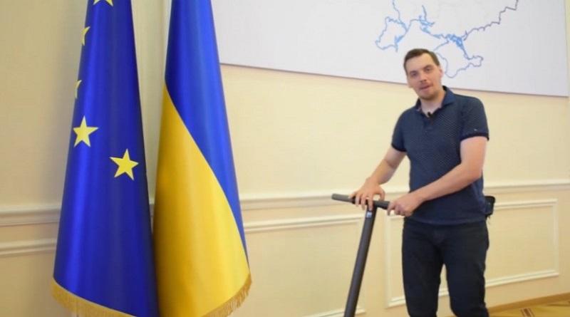 Гончарук повторно написал заявление и настаивает на своем увольнении, — СМИ Подробнее читайте на Юж-Ньюз: http://xn----ktbex9eie.com.ua/archives/73824