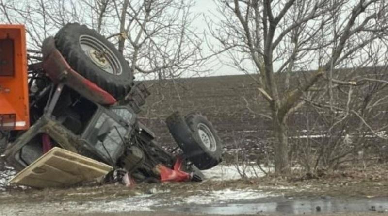 Под Южноукраинском пьяный водитель на «Митсубиси» перевернул трактор: есть пострадавшие. Видео Подробнее читайте на Юж-Ньюз: http://xn----ktbex9eie.com.ua/archives/72687