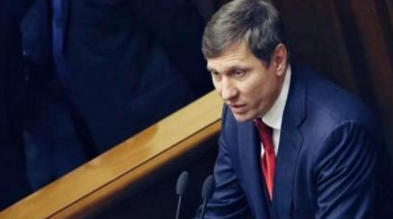 Заразившийся коронавирусом нардеп Шахов контактировал с 12 депутатами Подробнее читайте на Юж-Ньюз: http://xn----ktbex9eie.com.ua/archives/75110