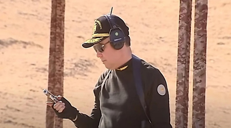 Президент Туркменистана учил силовиков, как нужно стрелять из пистолета и пулемета – в ответ ему все аплодировали